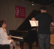 Alicia Perea durante la entrevista con Paco Valiente en la sala de SGAE Valencia./(Archivo LSPA)