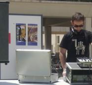 DJ Paco Valiente en el Agora de la UPV, I Trobada UPV Músiques del Món./ (Archivo LSPA)