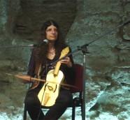 Judith Cohen durante una actuación en Valencia, mayo de 2007./ (Paco Valiente)
