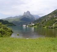 Auditorio Natural de Lanuza, sobre las agua del embalse en 2006./ (Paco Valiente)