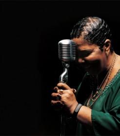 Cesaria Evora, la divina cantante de Cabo Verde.