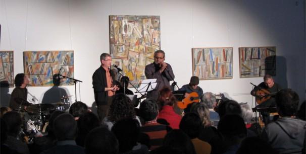 Apa junto a Vicent Torrent durante un concierto en Godella el pasado año./ (Paco Valiente)