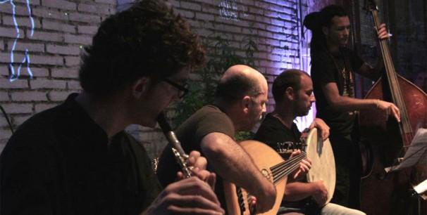 Aljub durante un concierto en La Casa Cantonera de Algemesí./ (Rubén Suárez)