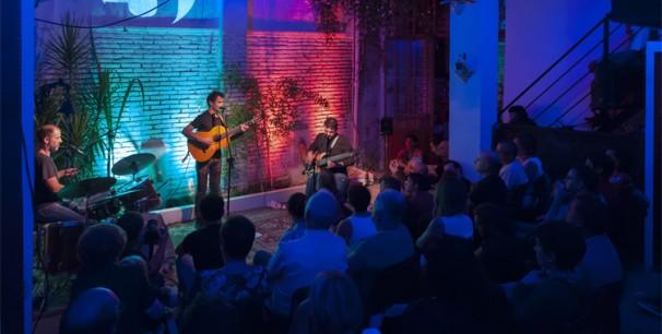Néstor Mont, Josep Pérez y Pere Ródenas, concierto en La Casa Cantonera./ (Ximo Bueno )