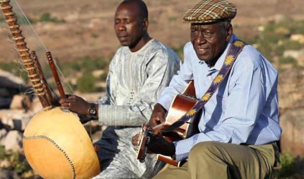 Boubakar Traoré y Ballaké Sissoko./ (Sébastien Rieussec)