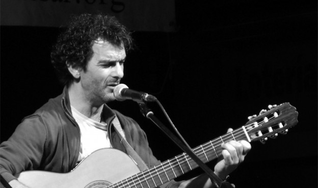 Néstor Mont durante una actuación en 2012./ (Paco Valiente)