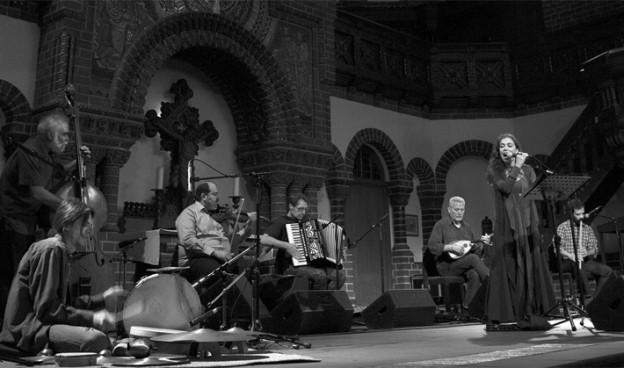 Savina Yannatou y Primavera en Salonico./ (Fotini Potamia · ECM Records)