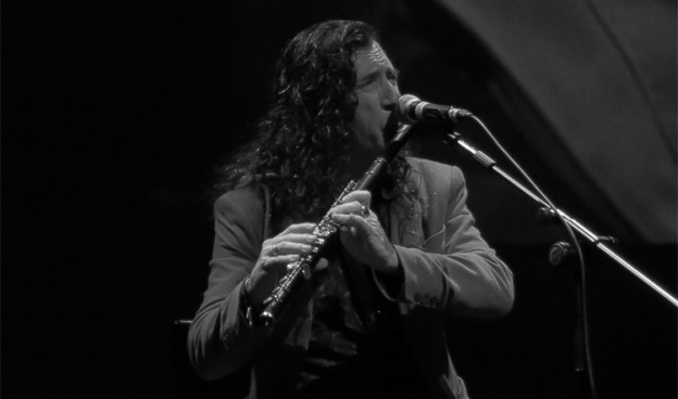 Jorge Pardo es uno de los amigos de Paco de Lucía que recrea su universal rumba./ (Paco Valiente)