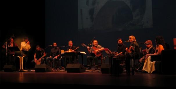 Miquel Gil y Botifarra en el Teatro Principal de Valencia con invitados./ (Paco Valiente)