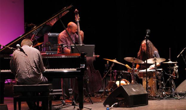 Albert Sanz Trio durante su participación en II Festival JazzEñe en Valencia./ (Paco Valiente)