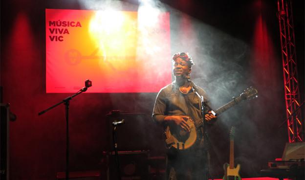 El camerunés Blick Bassy durante su actuación en el 28 MMVV./ (Paco Valiente)