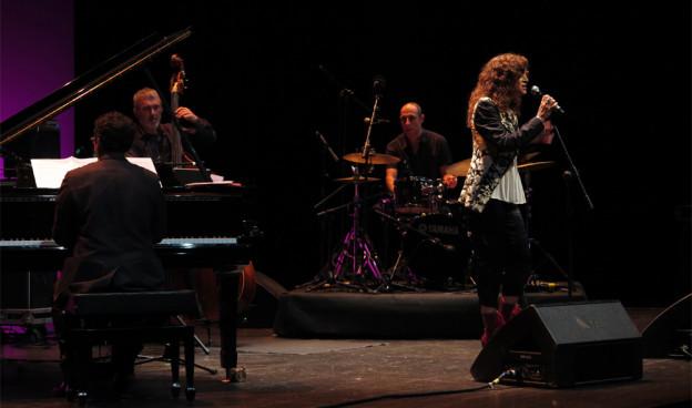 Carmen París en II JazzEñe, 26 de septiembre de 2015 en el Teatro Rialto de Valencia./ (Paco Valiente)