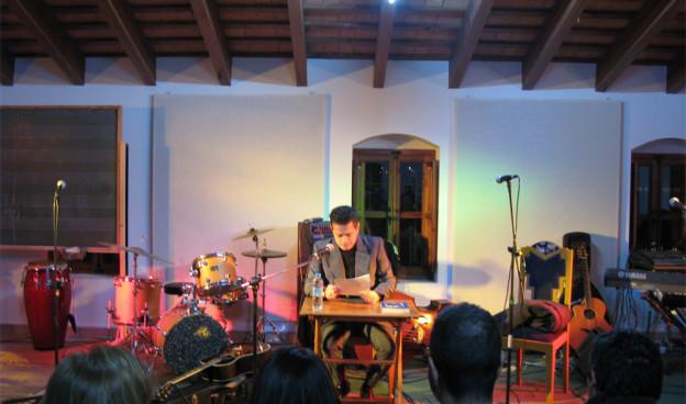 """Santiago Auserón durante su conferencia """"El Ritmo Perdido"""" en Sedajazz, enero 2014./ (Paco Valiente)"""