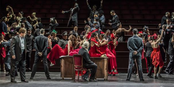 """Una escena de """"I vespri siciliani"""", de Verdi, durante el ensayo general en Les Arts./ (Tato Baeza)"""