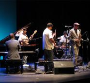 Sinouj abriendo los conciertos de III Festival JazzEñe, Teatro Rialto de Valencia./ (Paco Valiente)