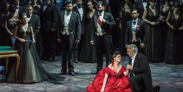 Plácido Domingo, como Germont, en una escena de 'La Traviata' en Les Arts./ (M. Lorenzo/ M. Ponce)