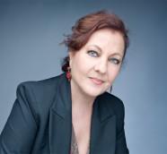 """Carmen Linares canta a Miguel Henández en """"Verso a verso""""./ (Jean Pierre Ledos)"""