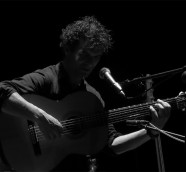 Néstor Mont en el Teatre d´Algemesí, en abril de 2015./ (Paco Valiente)