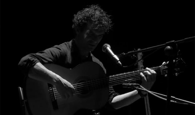 Néstor Mont en el Teatre de Algemesí en abril de 2015./ (Paco Valiente)