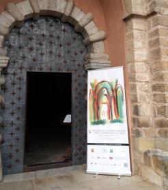 Entrada a la Iglesia de  Siresa, en el Valle de Hecho, uno de los escenarios del FICS 2017./ (Paco Valiente)