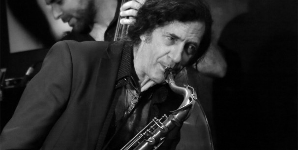 El saxofonista y flautista Jorge Pardo durante una actuación en Valencia. /(Paco Valiente)