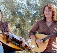 La cantautora valenciana Eva Gómez y la multiinstrumentista Laura Miñarro