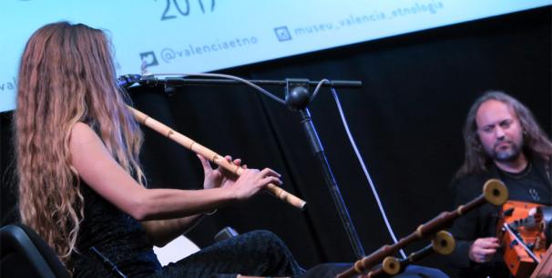 Efrén López (zanfona) y Meira Segal (ney, gaida búlgara, gaita gallega) en Etnomusic 2017./ (P. Valiente)