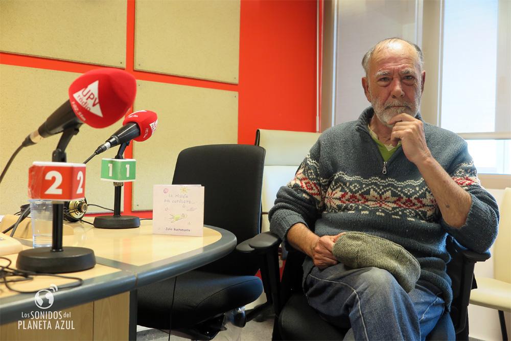 Julio Bustamante tras la entrevista en UVP Ràdio./ (P.V.)