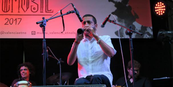 Miquel Gironés al frente de Xiromita Trad Project, actuación en Etnomusic 2017./ (Paco Valiente)