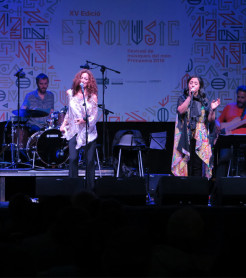 """Dos Medinas Blancas"", Carmen París y Nabyla Maan, inauguró Etnomusic Primavera 2018 ./ (P. V.)"