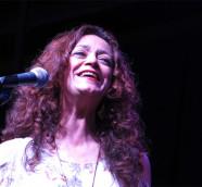 Carmen París, cantante, pianista y compositora zaragozana./ (Paco Valiente)