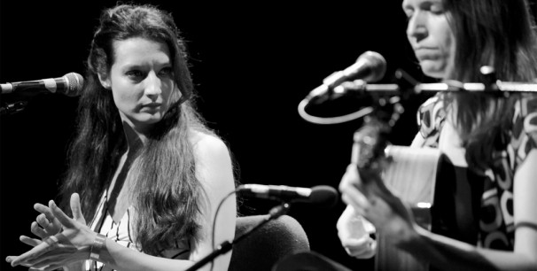 """Isabel Vinardell e Isabelle Laudenbach editaron conjuntamente """"A Solas"""" (Chesapik, 2016)"""