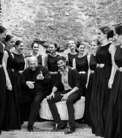 """En el álbum """"Al Este del cante"""" de Arcángel lo ha grabado con un coro de voces búlgaras"""