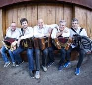 Samurai Accordion, un super grupo de acordeones diatónicos