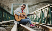 """Pedro Guerra, el cantautor canario celebra el 20 aniversario de el disco """"Golosinas"""""""