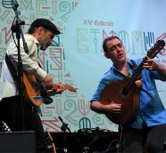 Raúl Rodríguez, y Mario Más, en el escenario de Etnomsic 2018. / (Paco Valiente)