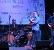 Raúl Rodríguez presentó  'La Raíz Eléctrica' en el Festival Etnomusic, València. / (Paco Valiente)