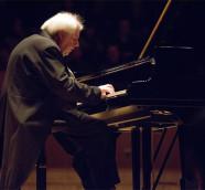 Sokolov en su anterior recital en el Palau de la Música de València, en febrero de 2018./ (Eva Ripoll)
