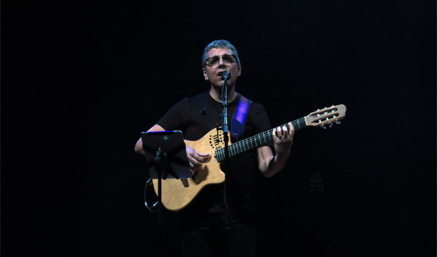 Pedro Guerra en el Palau de les Arts de València, gira #Golosinas2018./ (Paco Valiente)