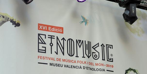Cartel de Etnomusic Primavera 2019 en el escenario del Museu Valencià d´Etnologia./ (P. V.)