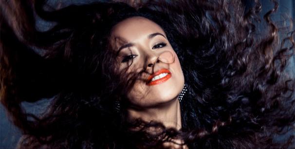 """La Yegros publica su tercer álbum, """"Suelta"""" (2019) producido por King Coya"""