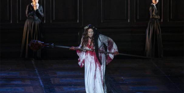 Escena de la locura en 'Lucia Di Lammermoor', en Les Arts./(Miguel Lorenzo y Mikel Ponce)