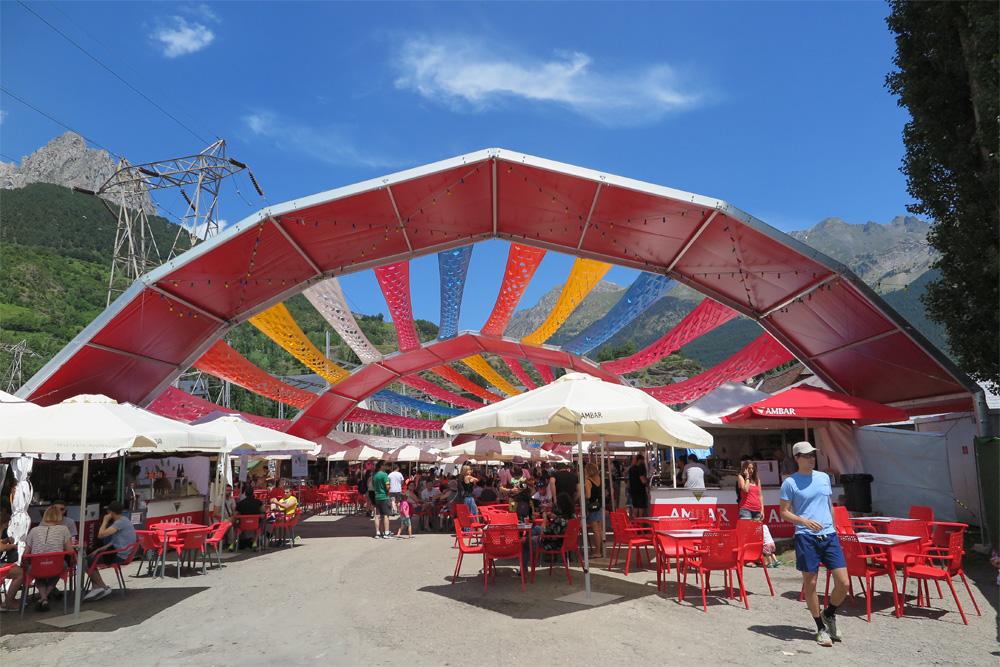 'Mercados del Mundo', espacio de encuentro en de Pirineos Sur./ (P. V.)