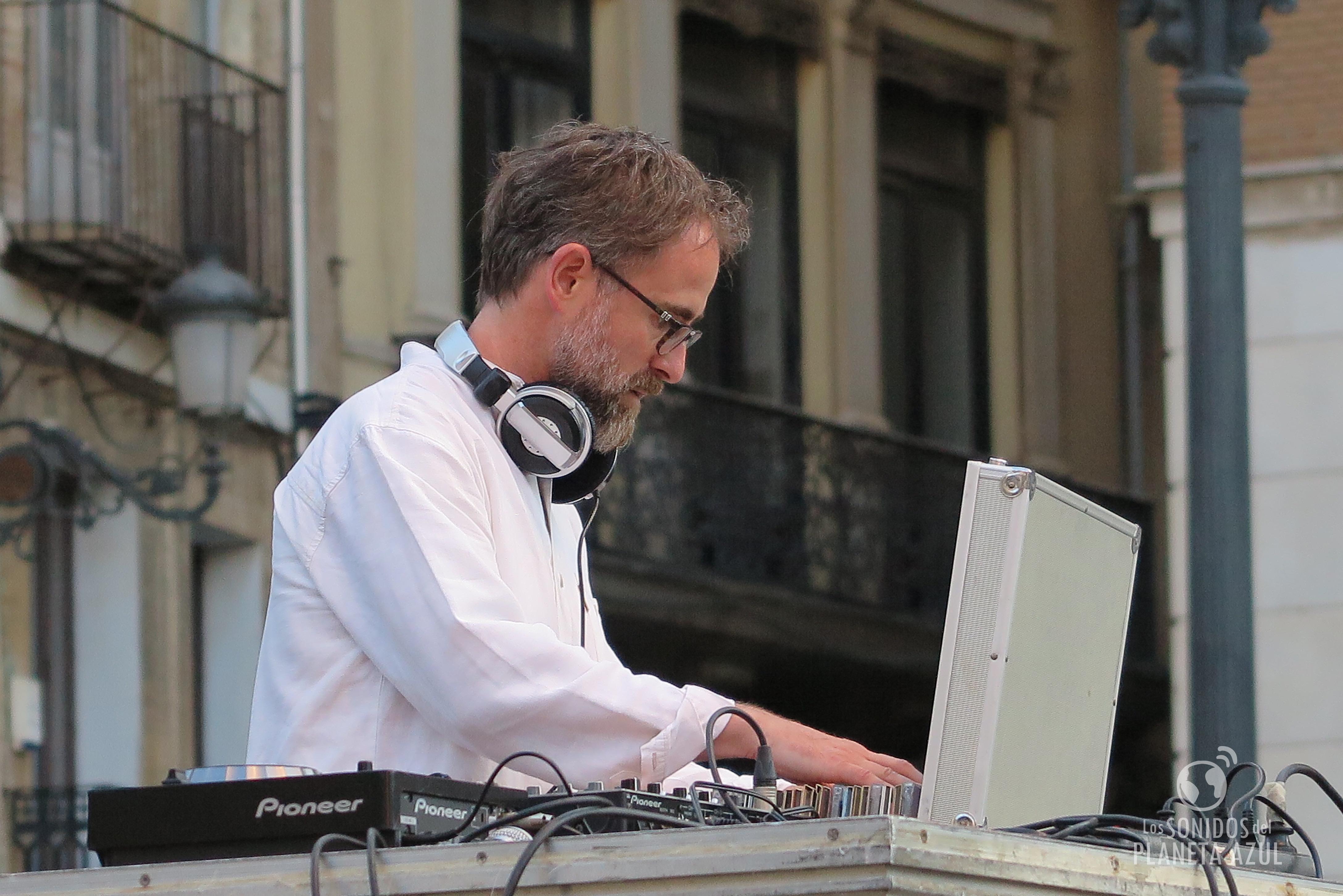 Paco Valiente DJ, sesiones con 'músicas del mundo'