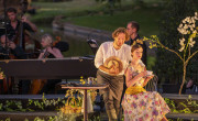 "William Christie dirige a Le Jardin des Voix 2019 en ""La finta fiardiniera""./ (Julien Gazeau)"