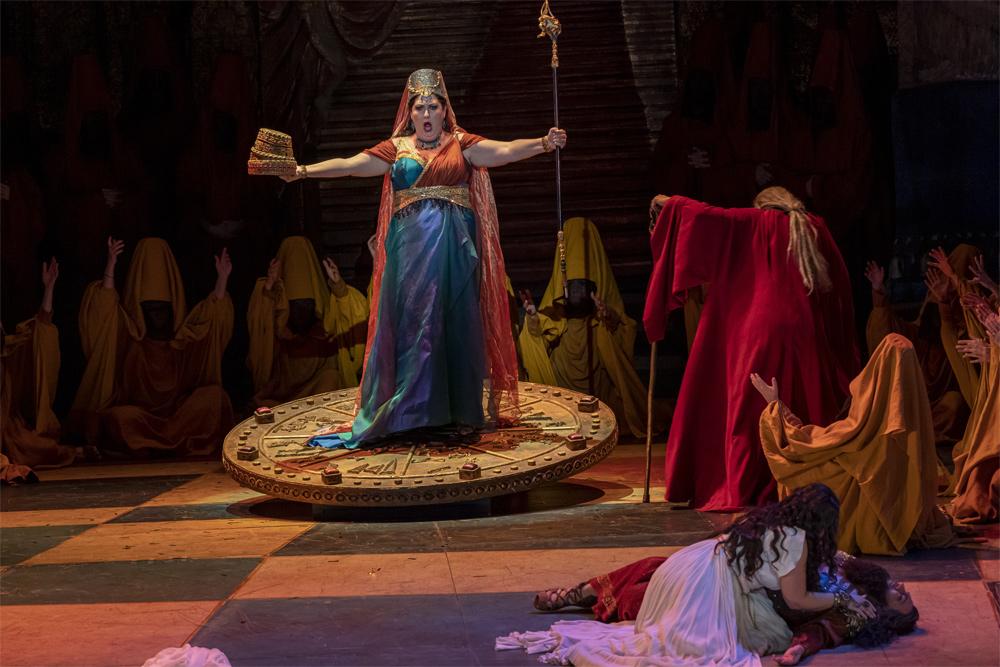Nabucco_Abigaille_lesarts©Lorenzo&Ponce