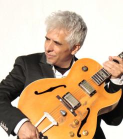 Ximo Tébar, guitarrista, compositor, arreglista y productor, más de 30 años en el jazz desde València