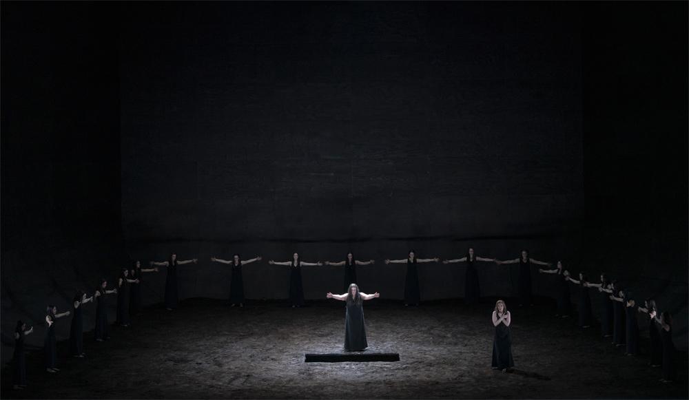 Escena de 'Elektra' en Les Arts./(M. Lorenzo y M. Ponce)