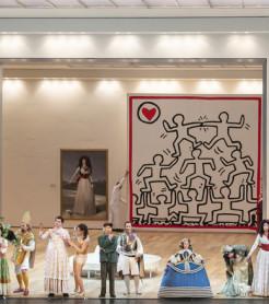 Representación de la ópera de Rossini 'Il viaggio a Reims' en Les Arts./ (Miguel Lorenzo y Mikel Ponce)