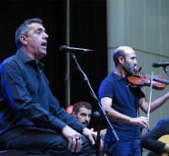 El valenciano Pep Botifarra y el marroquí Ahmed Touzani, Etnomusic 2019./ (Paco Valiente)